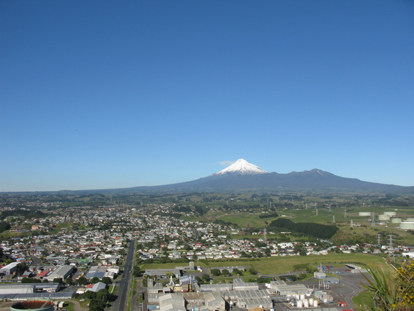 Across New Plymouth to Mt.Taranaki